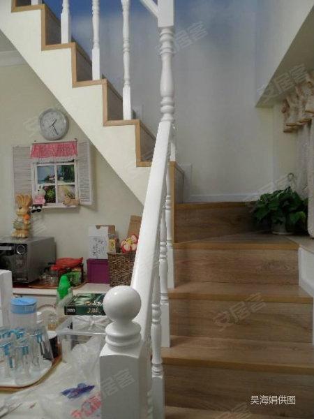 复式豪华装修3 1 阁楼 房,楼层佳加赠送面积有80几平方, 鸿