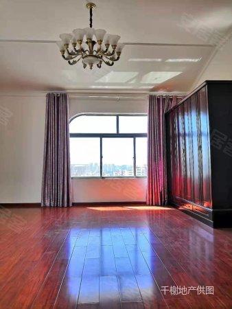 昆華苑精裝修疊加別墅,送28平米車庫,70多平米露臺,景觀房