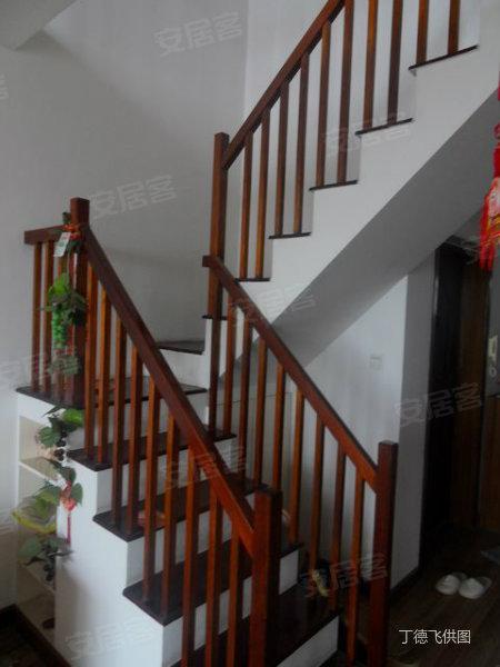 金泉泰来苑 复式跃层楼梯