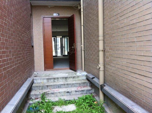 万科金品家园一楼带花园和地下室