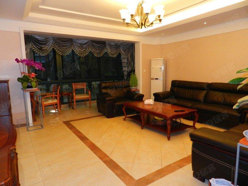 带50平米花园,带地暖和中央空调,全新精装修,2个卧室,急售