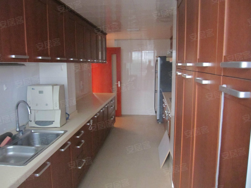 二期中心位置 房东出国定居急售 带30万的装修 看房子方便