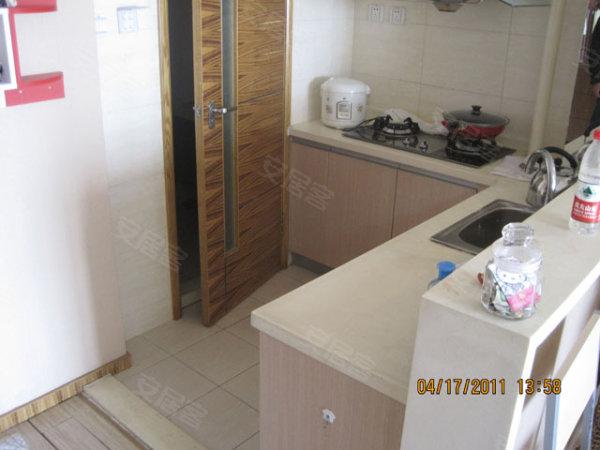 中山广场精装修一室一厅小户型高清图片