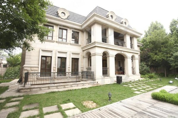 朝阳区独栋别墅,单层面积500平,2000万欧式装修,从未入