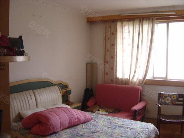 铜川路小户型精装修总价低,全明一房,黄金楼层,房东置换房子