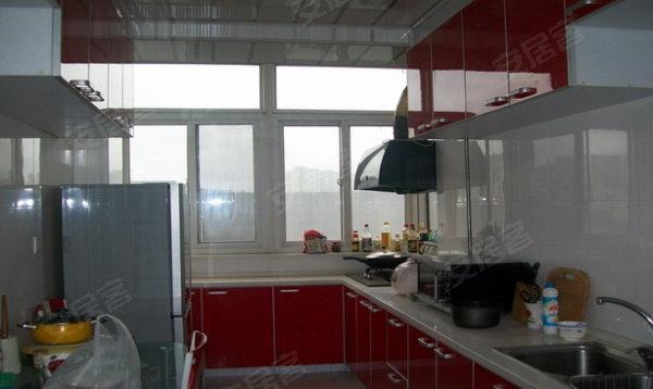 房子标准两室两厅,黄金楼层,精装修,近轻轨站,急售 , 龙畔金