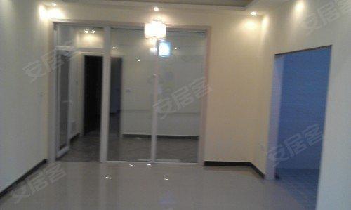 精装修的三室两厅127平米的大房子便宜出售了
