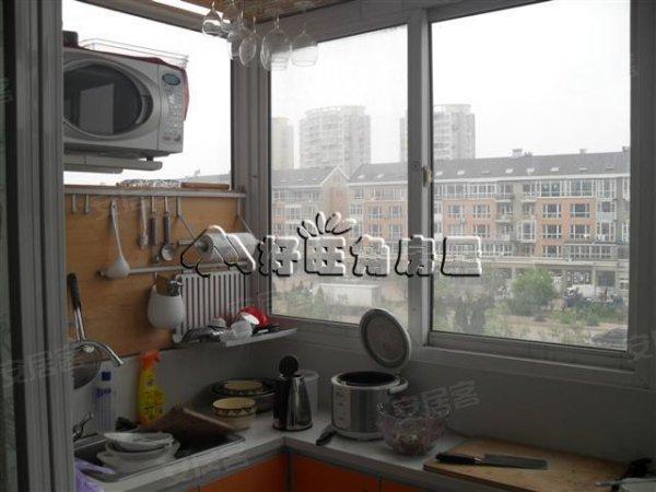 , 龙畔四期标准两室一厅户型 近轻轨 精装修保持好 没有两税