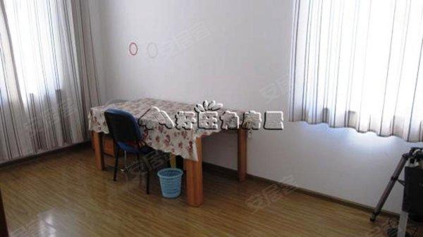 顶楼的房子.小户型两室带装修.这套房子挺不错的.单价低, 谷哥里二