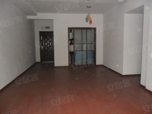 两江新区中心地段全新装修三房出售