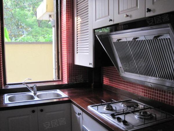 法租界底楼精装修老房子带天井套内阳光书房 老地板门窗格
