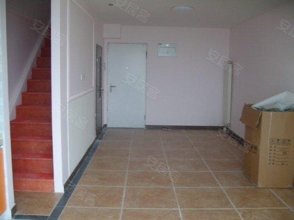 京泰自主城40平米小户型精装修 业主已做三居室 业主诚意