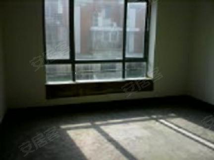 大华锦绣华城一楼送地下室,30平花园,40平地下室