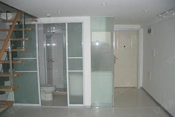 本房为二房二厅的,复试房,楼上送50平一房一厅装修好的