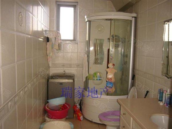 精装修,三室两厅,楼层好,小高层住宅,小区环境好, 幸福e家 一