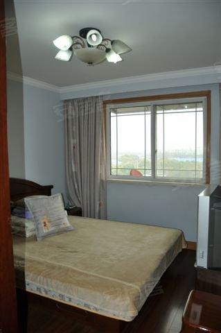 房子装修保养很好 全明户型 满五年 诚意出售  135 6435 高清图片