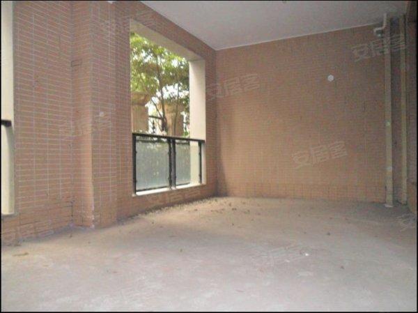 区 林汀别墅 一楼带超大地下室和花园 房东亏本急卖