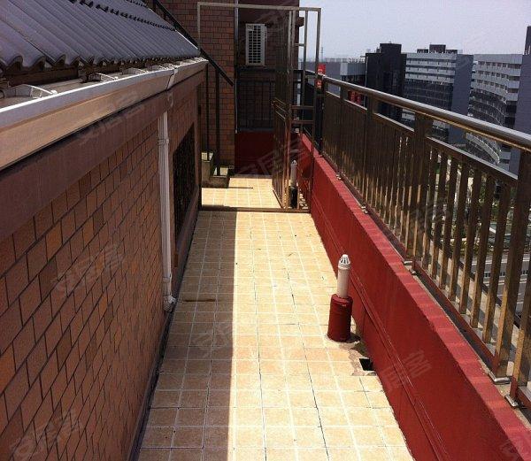样板房装修,顶楼带50平阁楼,阁楼高4.2米,带环绕的大露台