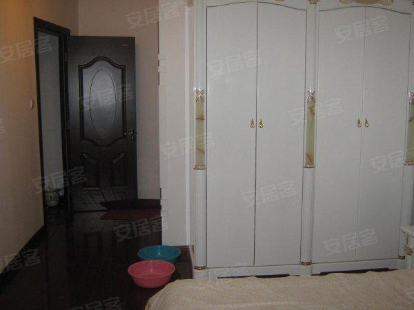 豪华装修三居室经典户型客厅餐厅分离急