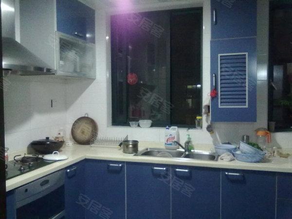 2房,别致装修黄金楼层,楼下客厅餐厅,客用卫生间,厨房,楼上南