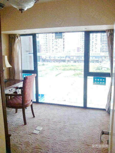 泰华阳光海 中空复式 全新样板房 豪华装修 红本在手高清图片