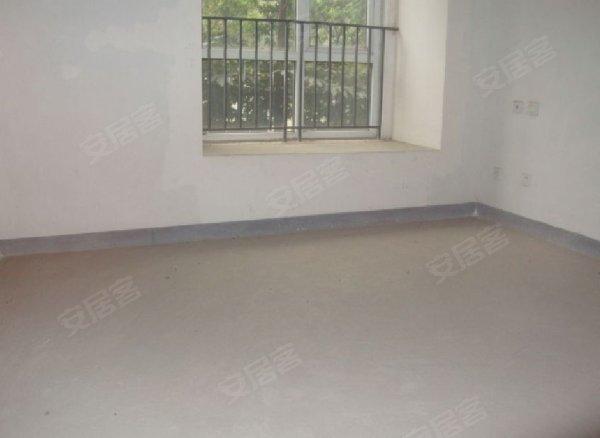 一楼带地下室 送花园 性价比高 房东诚售
