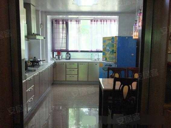 仙林香樟园豪华装修 送地下室和50平米的小院子