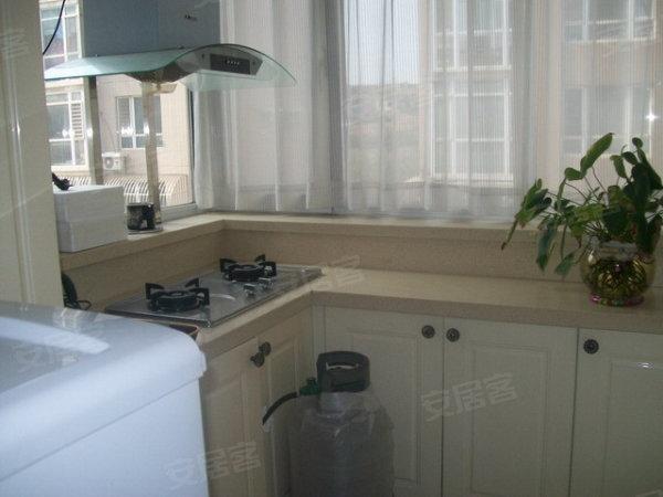 精装修三室,户型好 干湿分离卫生间 高清图片