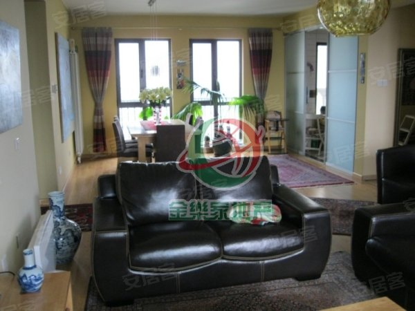 住卡梅尔高层,享受别墅小区待遇,两室精装修,观景效果特别棒