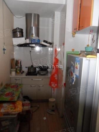 新领地精装修小户型 独立厨房 中间楼层 朝向好