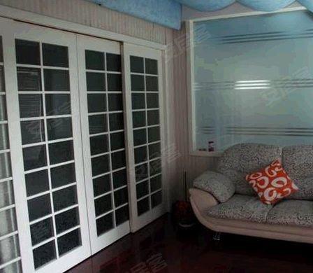 装修,满五年,客厅挑高8米,内越7.带40平米空中花园!现业主空