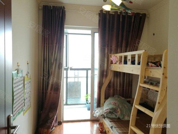 万卷山 精装套三 卧室还带个圆弧形阳台 产权证满两年