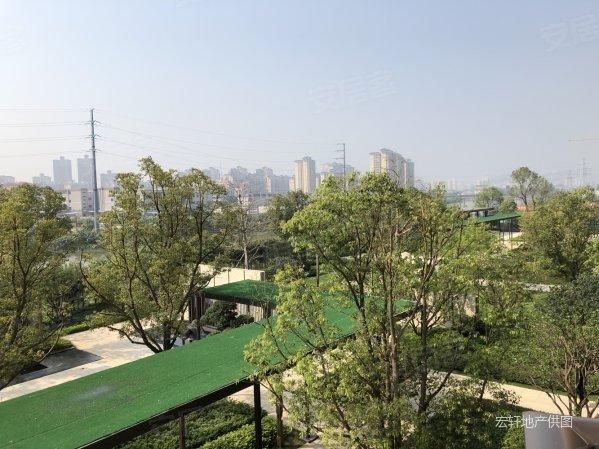 珠海新区 龙光玖龙湖 湖景南向精装三房 首付可分期16个月