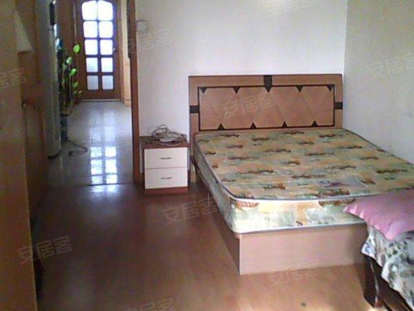 1,房子是48平米一居室,精装修,木地板,全家电2,房子居住很舒