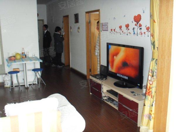 木地板红木家具等.4房子精装空房 厅特别大 适合办公 看房高清图片