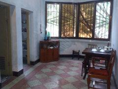 海棠路电业局对面2楼三室主卧有空调