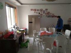 南京路小区婚房4楼2室出租