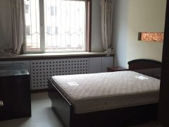 三室一厅一卫 两个阳面卧室 有宽带自行缴费 二楼