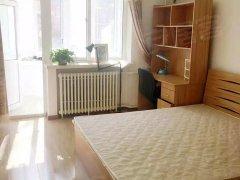 万龙社区精装两居室,包物业供暖费,临近地铁龙泽站!