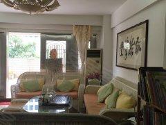 房东自住型装修,带大露台,实地拍摄,干净清爽,随时来电看房!
