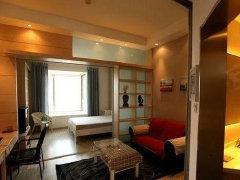 一房一厅,有独立厨房、卫生间、阳台,租男生