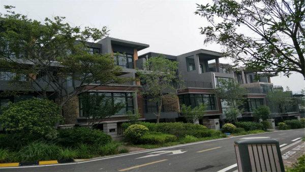 万科青岛小镇 双拼别墅 精装修 带车库开间8.4米无税 急售