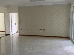 宝龙三室,超低价出租,适合办公,宿舍,自备家具可入住!