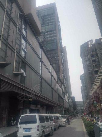 中州大道 地铁口 凯德广场 建业小户型住宅 带暖气 诚心出售