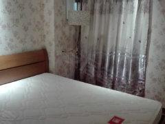 欧式精贴墙纸好房出租 房东自住装修 品牌家具 合理格局装修