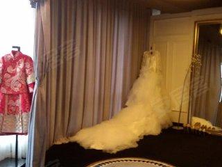 豪华的装修婚纱礼服店 保利中心 130平14300元 月