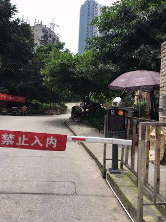 杨家坪动物园轻轨站附近精装3房 满2年无营业税