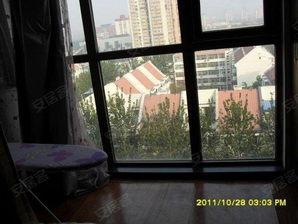 美景东方 精装修一居室 全东向 采光好 卧室带落地阳台