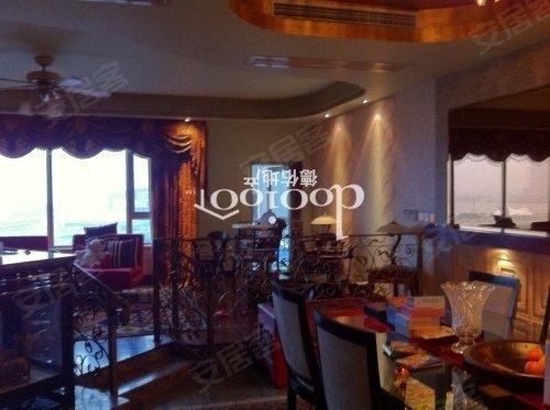 高区阳光三房,业主诚意出租,意大利式的装修风格,诚意出租
