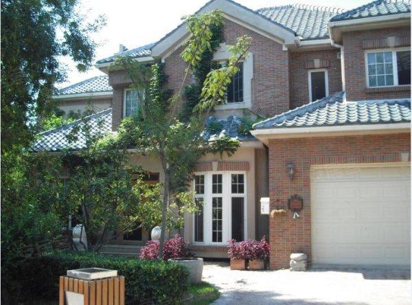 平米,南入户,北花园,3室3厅4卫,精装修,欧式风格,家具家电齐全,